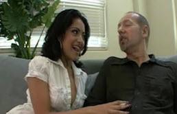 Un pervers de père baise sa belle fille