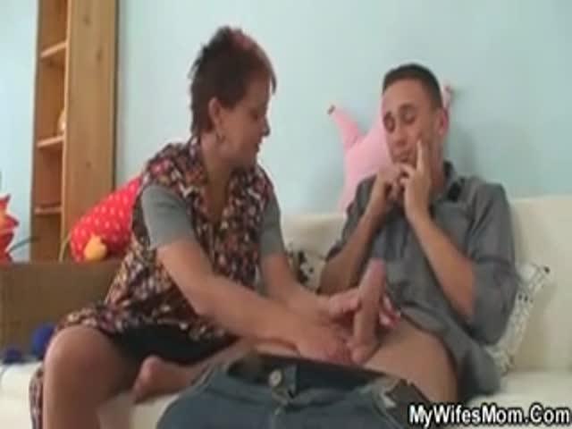 erotique une femme drague jeune garcon attachée sexe nue sa bite rentre dedans
