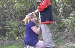 Pipe filmée dans les bois avec son cousin