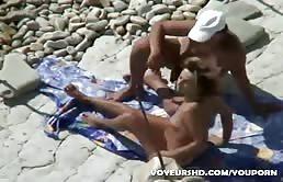 J'ai vu père le faire sur la plage avec sa cousine