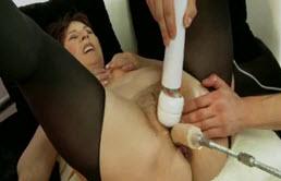 Ejaculation féminine et baise hardcore pour maman