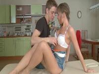Ejaculation féminine avec sa cousine