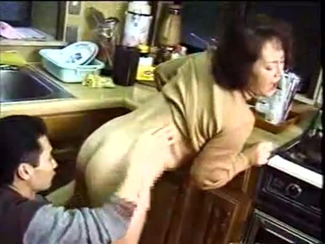 une grosse se fait baiser maman grosse pute