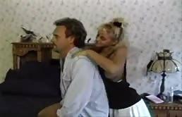 Vieux pervers baise sa fille ainée
