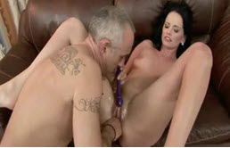 Masturbation hardcore et baise de ouf avec papa