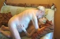 Grand père peut encore se taper sa petite fille