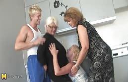 Grand mères et petit fils font une orgie