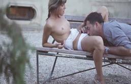 Sur un banc avec papa