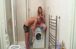 Le frère baise sa soeur de 18 ans