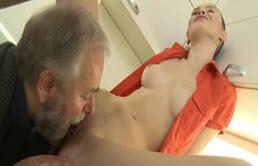 Sexe anal avec un pervers mature