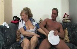 masturbation cachee vieille salope se fait enculer
