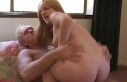 Elle est très obéissante envers son père