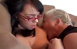 Père mature baise sa fille