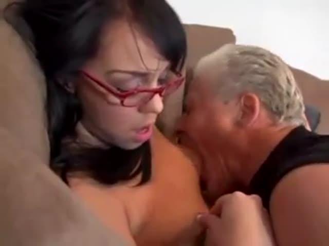 Première fois lesbienne expérience porno