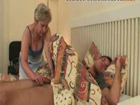 En silence avec sa belle mère