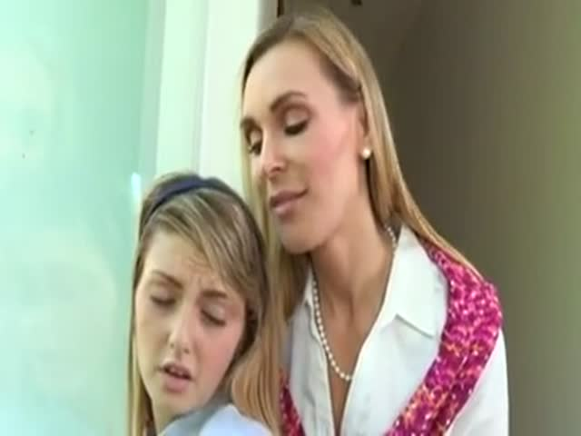 Deux filles pour une seule queue