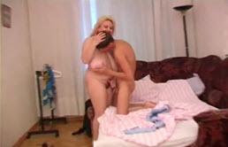 Femme mature aux seins tombants