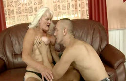 Quelle belle tante blonde