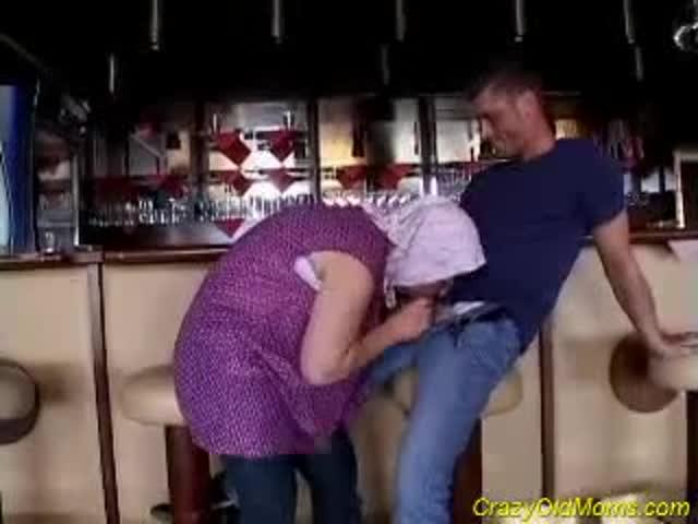 grand mere qui suce salope de bar