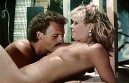 Oncle et deux nièces dans un film porno vintage
