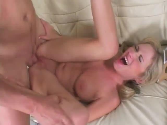 crier pleurer le sexe anal
