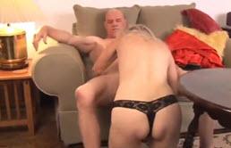 Un fils encule sa vieille mère blonde